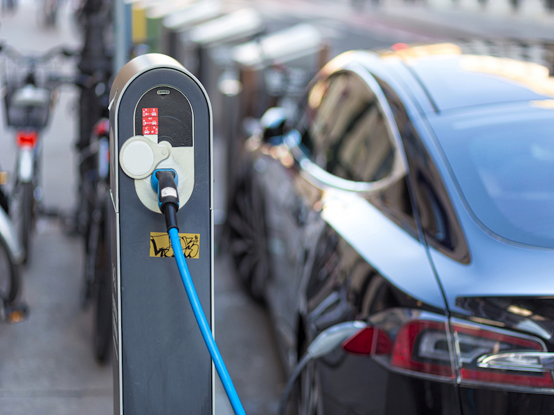 Electric Cars Projected to Make Waves Through Oil and Other Global Industries
