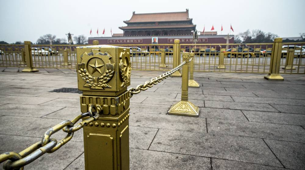 The Chinese Communist Party's symbol on golden fence at Tienanmen building | An economic history lesson | featured